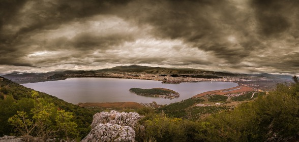 Panorama: Pamvodita-See und Ioannina
